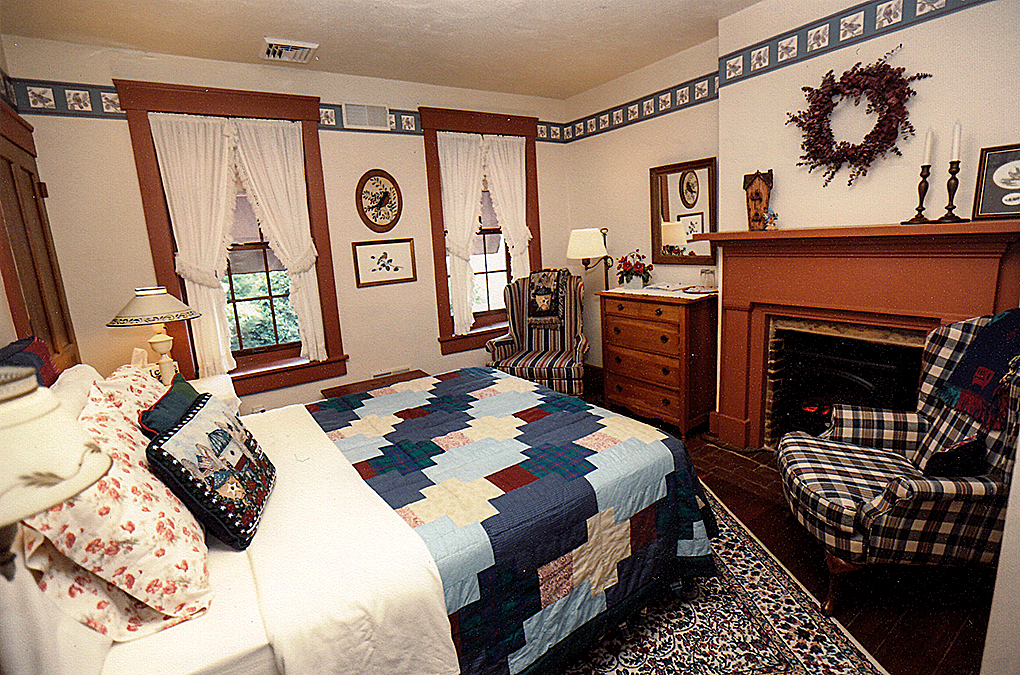 Bluebird room bed and fireplace.