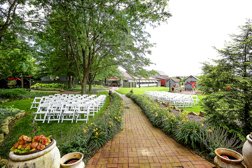 Photo chairs set up in front of the pergola.