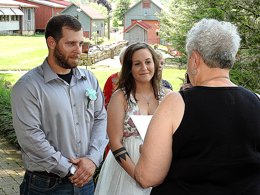 Photo of a elopement couple getting married.